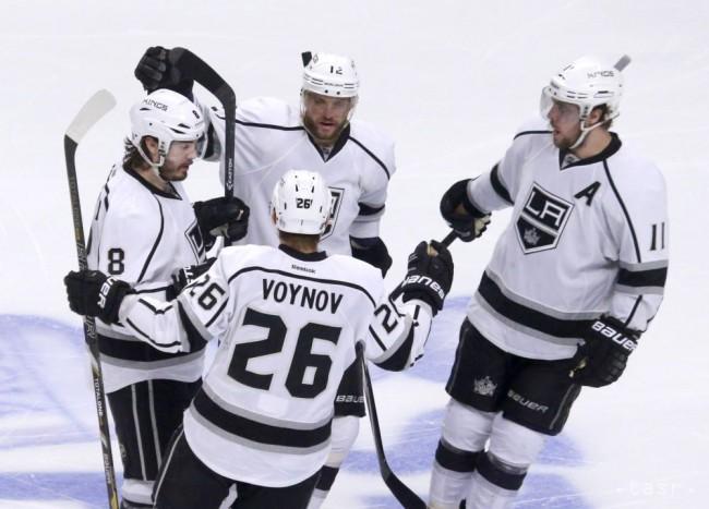 a1754510a9560 ... Mariánom Gáboríkom (12), Anze Kopitarom (11) a Slavom Vojnov, počas  tretej tretiny finále Západnej konferencie NHL f proti Chicago Blackhawks,  ...