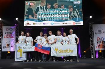 Košickí študenti vyhrali svetové finále robotickej súťaže FIRST LEGO