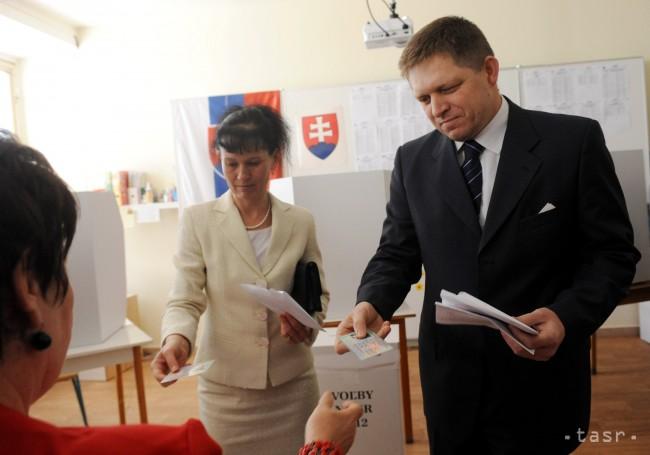 Na snímke predseda strany smer-sd robert fico s manželkou svetlanou