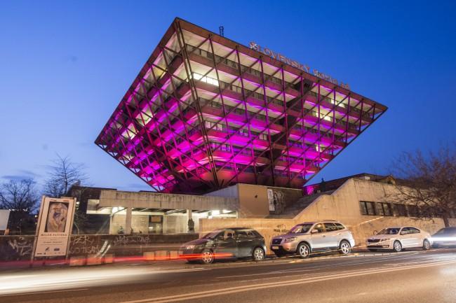 Budova obrátenej pyramídy slúži rozhlasu už 30 rokov