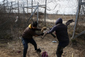 Súd v Segedíne poslal 4 migrantov za narušenie hraníc na rok do väzby