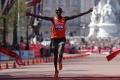 Keňania dominovali v maratóne v Tokiu, zvíťazil Kipsang