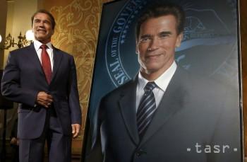 Zo Schwarzeneggerovho portétu niekto zotrel podobizeň jeho manželky ca9c5e1b72c