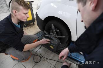 Stredoškoláci súťažia vo firmách o titul najlepšieho autoopravára