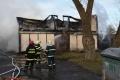 Po požiari chatky v nej policajti našli mŕtvu ženu