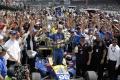 FOTO: Nováčik Rossi zvíťazil v stej edícii 500 míľ Indianapolis
