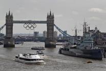 Olympijské kruhy zdobia Tower Bridge