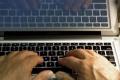 Starších ľudí na internete pribúda. Poznajú riziká?