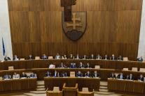 PRIESKUM: Parlamentné voľby by v novembri vyhral Smer-SD, druhá SNS