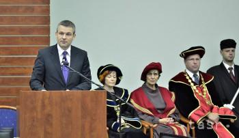 Na UMB oceňovali zamestnancov, akademický rok otváral minister