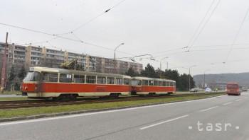 Na mieste výstavby nájomných bytov v Dúbravke poškodili oplotenie