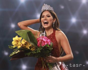 Na snímke víťazka svetovej súťaže krásy Miss Universe 2021, 26-ročná modelka Andrea Mezová z Mexika počas korunovácie v priestoroch hotela Seminole Hard Rock Hotel & Casino na Floride v nedeľu 16. mája 2021.