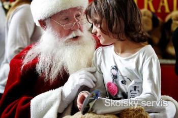 Deti veria, že za dobré správanie ich Mikuláš odmení sladkosťami