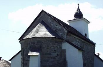 Kalinčiakovo sa môže pochváliť vzácnym starobylým románskym kostolíkom