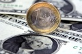 Kurz eura stagnuje tesne pod hranicou 1,12 USD/EUR
