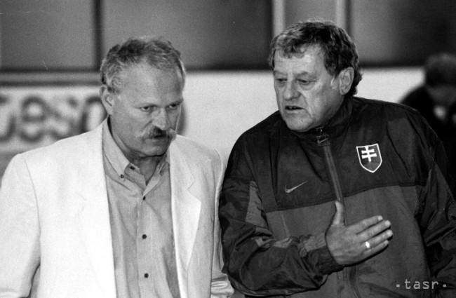 3731817860b08 Na archívnej snímke z 12. augusta 1996 v Bojniciach tréner slovenských  hokejistov Jozef Golonka s predsedom NR SR Ivanom Gašparovičom (vľavo)  počas ...
