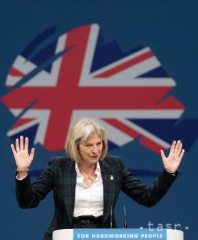 Guardian: EÚ zvažuje pre Britániu sedemročnú migračnú brzdu