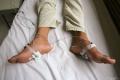 Reuma sa neprejavuje len bolesťou a opuchmi kĺbov
