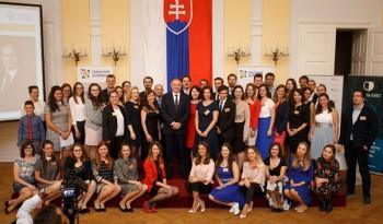 Mladí ľudia sa môžu prihlásiť do programu Teach for Slovakia