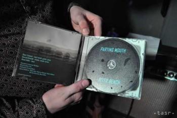 Nový album Parting Mouth pokrstil Rasťo Kopina z Nocadeň
