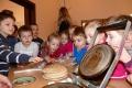 V Kysuckom múzeu spoznali školáci pečenie vianočných oblátok