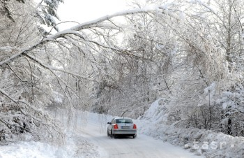 Na horskom priechode Šturec môžu padať stromy, v Čadci husto sneží
