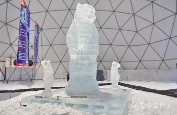 VIDEO: Na Hrebienku pribudla päťmetrová medvedica z ľadu