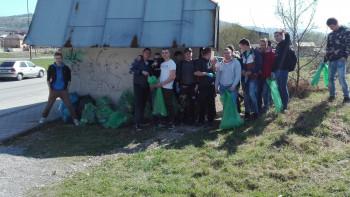 Jarné upratovanie - čistenie okolia školy
