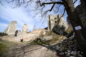 Turisti vyhľadávajú v Nitrianskom kraji zrúcaniny hradov