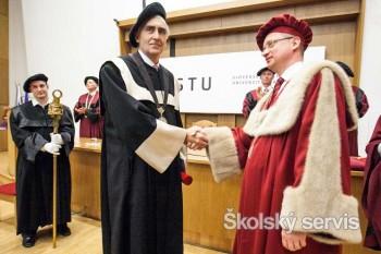 STU udelila titul Doctor honoris causa P. Löscherovi a L. Dunschovi