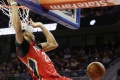NBA: Davis s historickým zápisom, Westbrook prekazil Embiidov debut