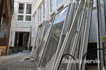 Vo väčšine mestských MŠ vymenia staré okná za nové