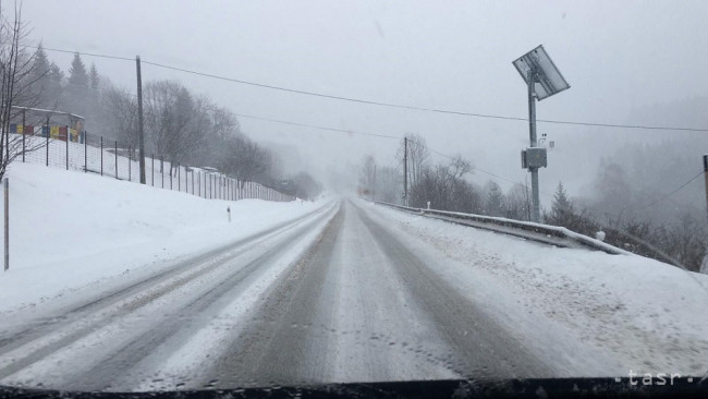 e4ee6467c AKTUÁLNE: Sneženie zasiahlo aj Bratislavu, na cestách hrozí poľadovica -  24hod.sk