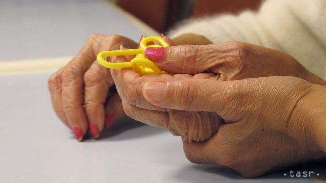 Verejnosť sa môže o demencii poradiť s odborníkmi cez telefón