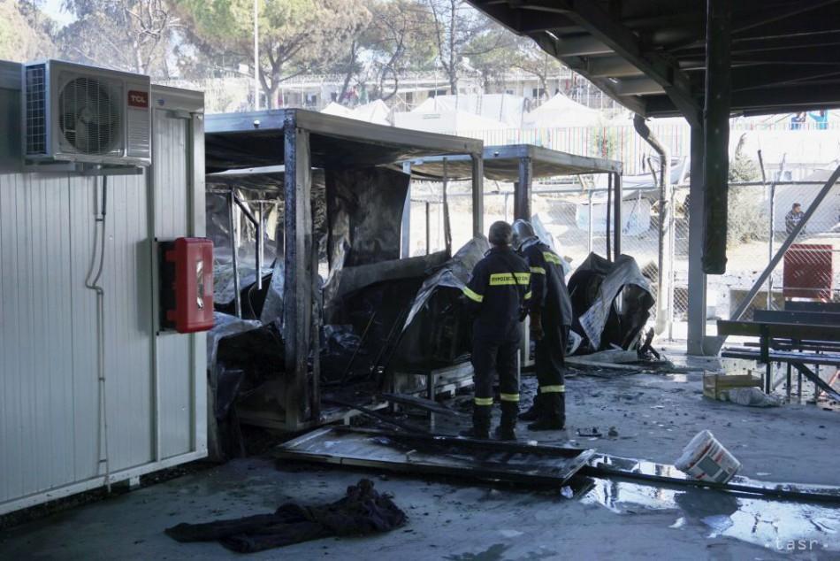 Migranti na Lesbose podpálili kancelárie azylových úradníkov