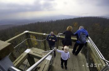 VIDEO: Na vrchu Veľká Homola sprístupnili novú rozhľadňu
