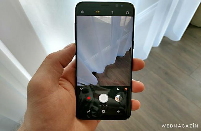 Samsung odložil začiatok predaja skladacieho telefónu Galaxy Fold