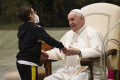 Chlapec si z generálnej audiencie odniesol pápežské solideo