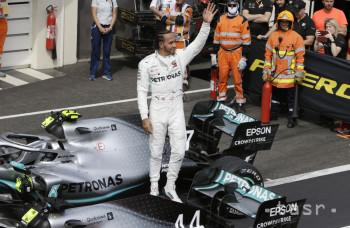 Vo Francúzsku slnečno, Mercedes stále dominuje