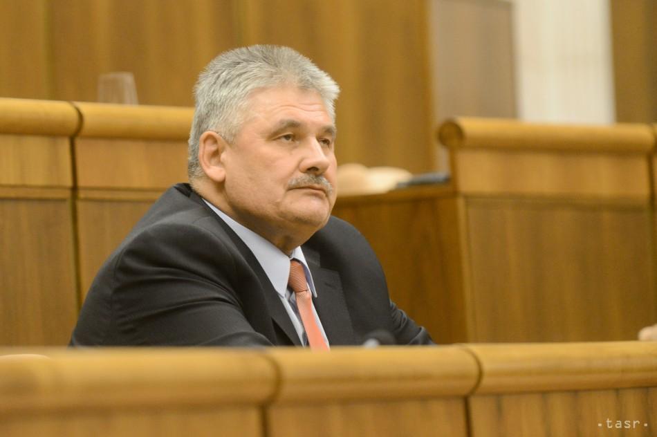 Zámer opozície nevyšiel, minister Ján Richter ostáva vo funkcii
