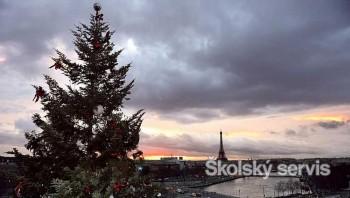 Najvyšší vianočný strom v Európe má Paríž