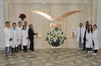 Medici si v Ústave anatómie v Košiciach uctili pamiatku darcov tiel