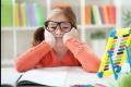 Správne sedenie školákov má význam pre chrbticu aj písanie