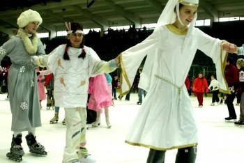 Súťaž o najkrajšiu rodinnú masku v Lučenci vyhrala rodina Šmolkov
