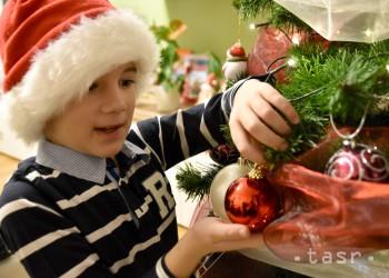 Vianočný les v centre Bratislavy vyzdobia deti
