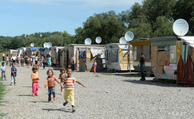 PRIESKUM  Riziku chudoby je vystavených väčšina Rómov na Slovensku ... dfb1b8457fc