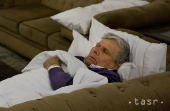 Vo Francúzsku hľadajú dobrovoľníkov, ktorí budú 60 dní ležať v posteli
