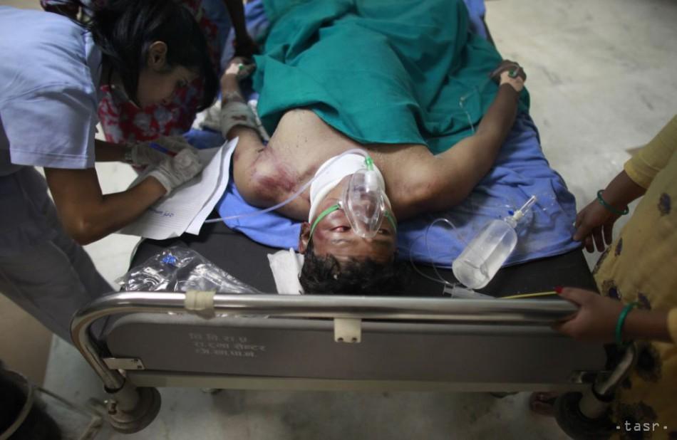 Pri nehode autobusu v Nepále zahynulo najmenej 20 ľudí