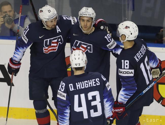 1f4604dc7c007 ... Keller (uprostred) sa teší so spoluhráčmi po strelení gólu v zápase  základnej A-skupiny USA - Veľká Británia na MS v hokeji v Košiciach 15.  mája 2019.