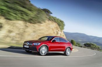 Mercedes zožal vlnu tvrdej kritiky kvôli reklame